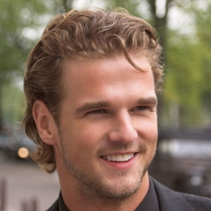 Curly Hairstyles For Men1 Latest Curly Hairstyles for Men 2013